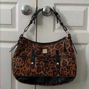 Dooney & Bourke shoulder bag in cheetah print